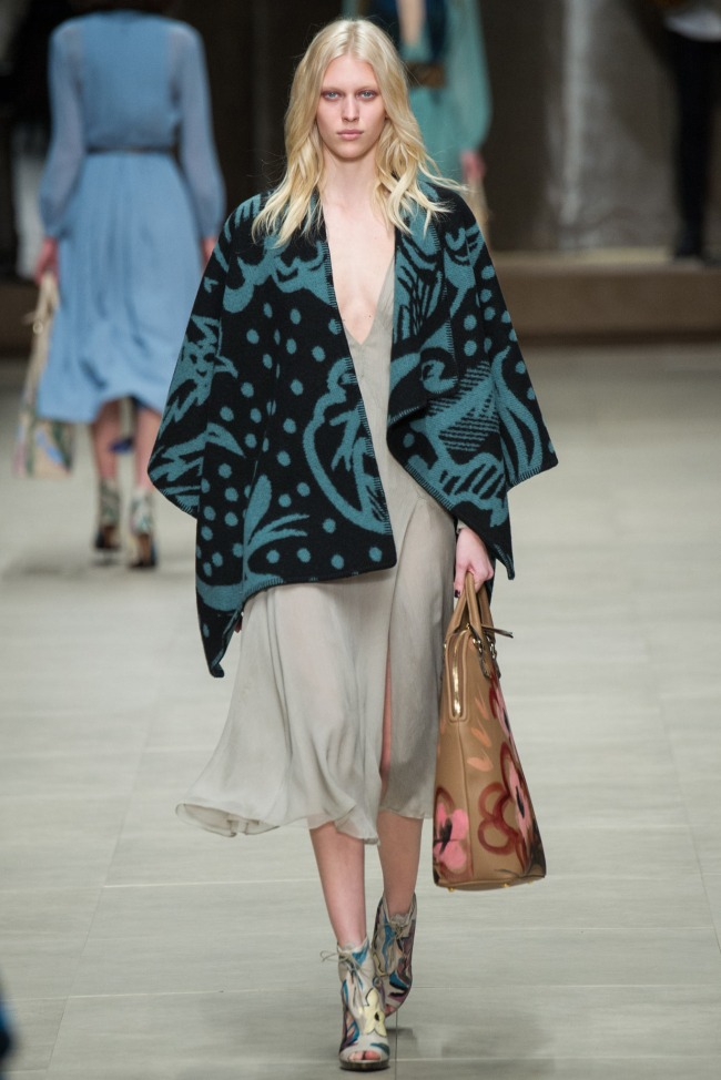 Burberry-Prorsum-Fall-2014-Collection-Blanket-Coat-Outerwear-Trend-Fashion-OnGiselleAve