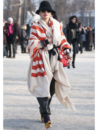 Paris-Fashion-Week-Street-Style-Blanket-Coat-Trend-OnGiselleAve
