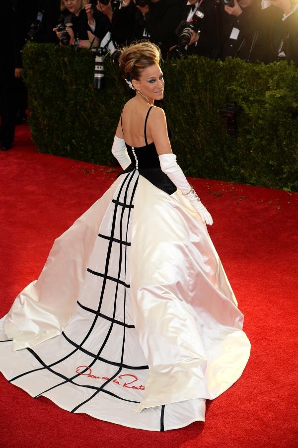 Sarah-Jessica-Parker-Oscar-de-la-Renta-Met-Gala-Fashion-Moments-2014-OnGiselleAve