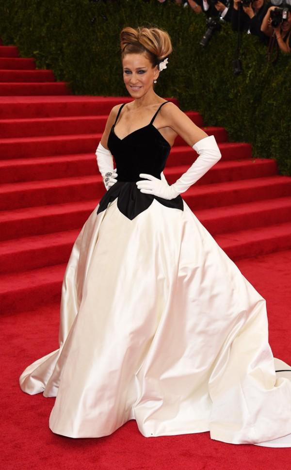 Sarah-Jessica-Parker-Oscar-de-la-Renta-Met-Gala-Fashion-Moments-2014-OnGiselleAve2