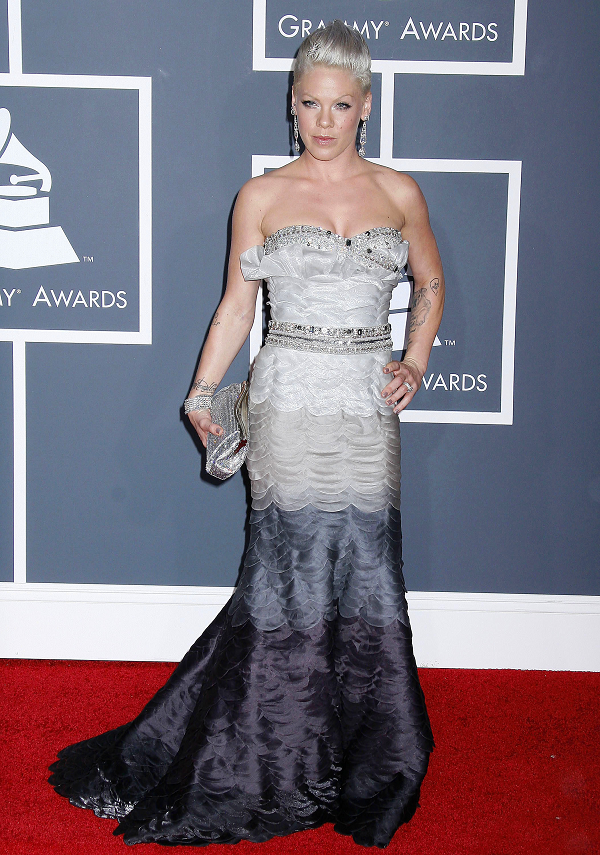 Pink-Scalloped-Tom-Ward-Couture-Silver-Ombre-Dress-Grammy-Awards-2010-OnGiselleAve