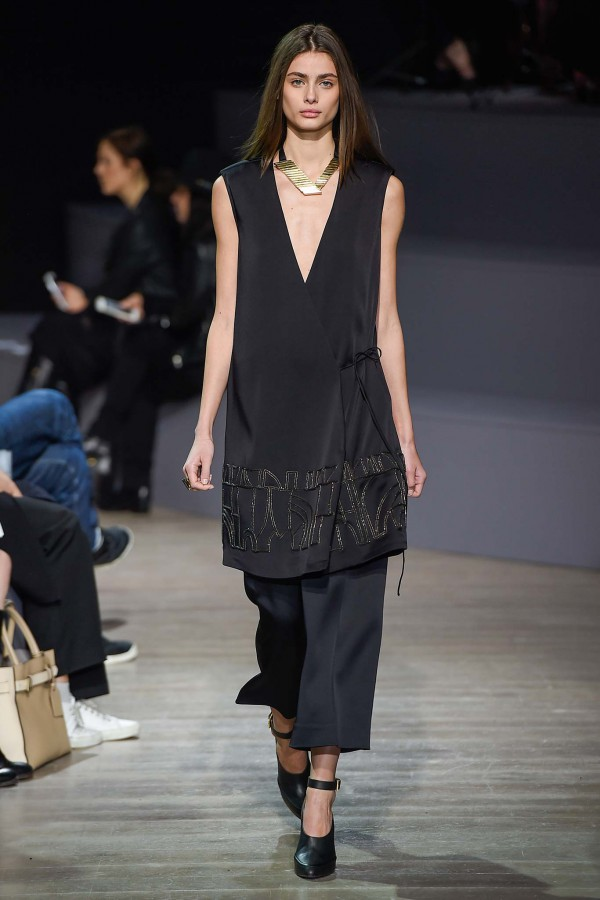 Maiyet-Fall-2015-Runway-Sleeveless-Coat-Fashion-Trend-OnGiselleAve