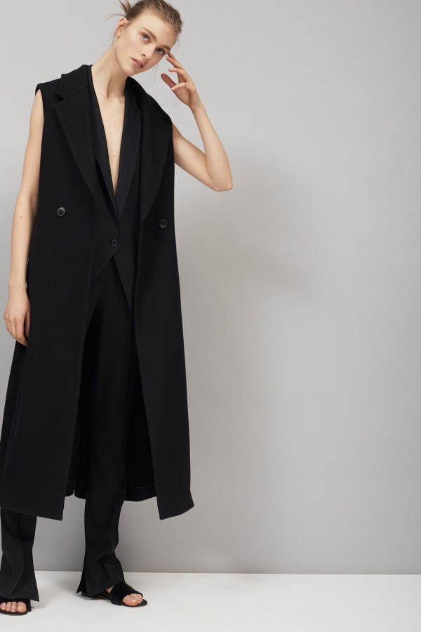 Theory-Fall-2015-Runway-Sleeveless-Coat-Fashion-Trend-OnGiselleAve