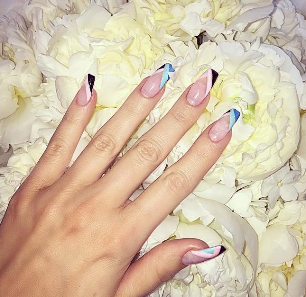 Khloe-Kardashian-Nail-Art-Style-OnGiselleAve