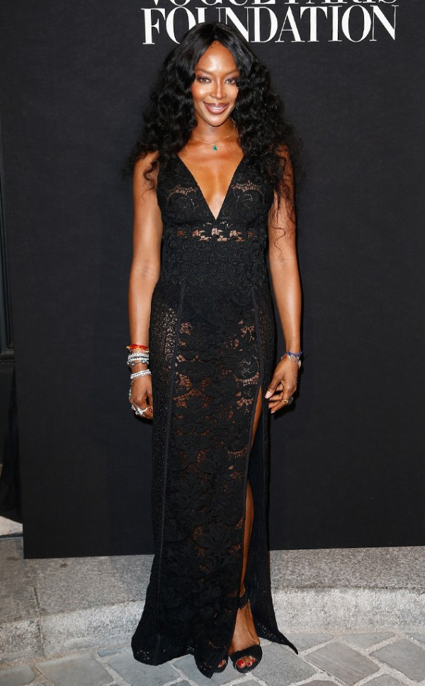 Naomi-Campbell-Lace-Burberry-Gown-Red-Carpet-OnGiselleAve