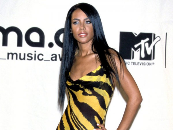 Aaliyah-MTV-Video-Music-Awards-2000-Fashion-OnGiselleAve