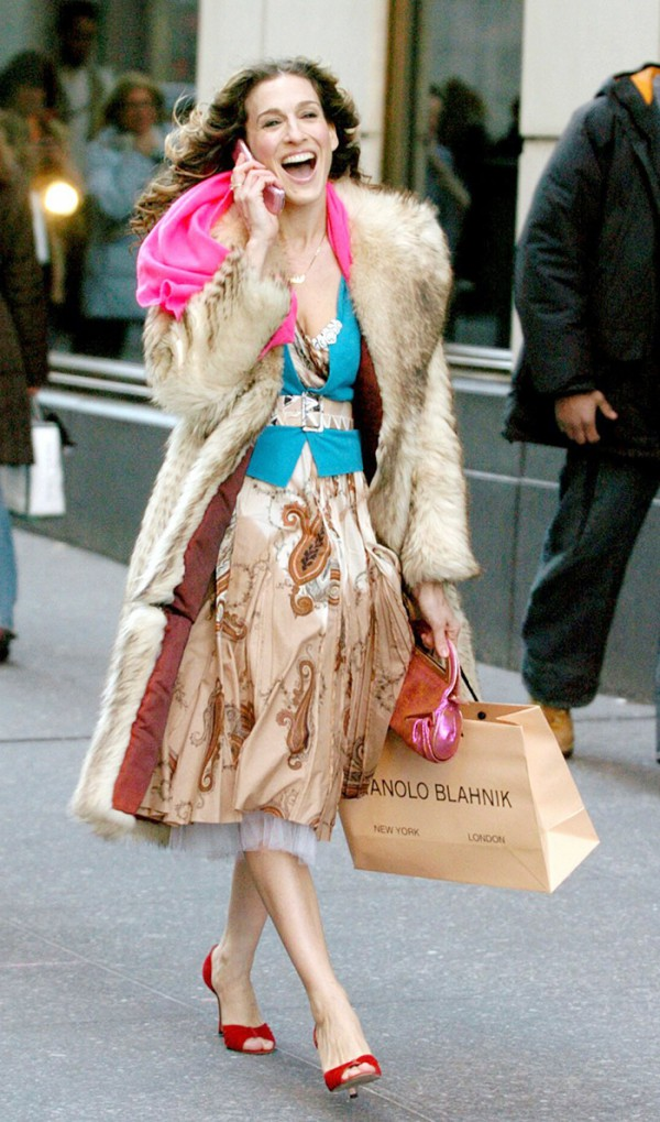 Carrie-Bradshaw-SATC-Shopping-Fashion-OnGiselleAve